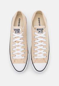 Converse - CHUCK TAYLOR ALL STAR - Sneakers laag - farro - 3