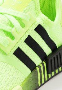 adidas Originals - NMD R1 - Matalavartiset tennarit - signal green/core black - 5