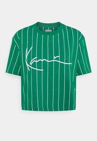 Karl Kani - SIGNATURE PINSTRIPE TEE - Print T-shirt - green - 4