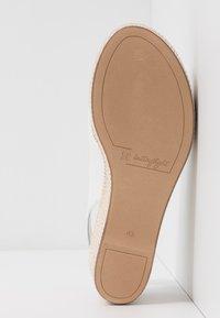 Högl - Platform sandals - bamboo weiß - 6