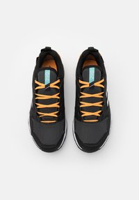 adidas Performance - TERREX AGRAVIC TR GTX - Løpesko for mark - core black/footwear white/hazy orange - 3