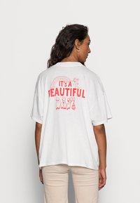 Wrangler - HIGH NECK GIRLFRIEND - Print T-shirt - almost mauve - 2