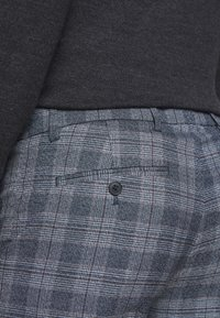 Club Monaco - SUTTON MEDIUM PLAID - Kalhoty - navy combo - 5
