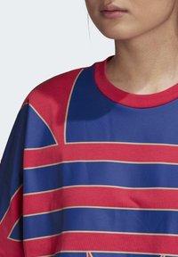 adidas Originals - ADICOLOR LARGE LOGO T-SHIRT - T-shirts print - pink - 5