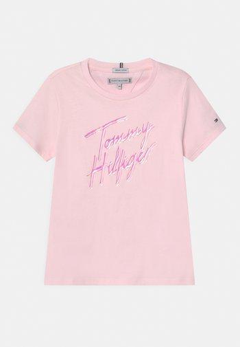 SCRIPT PRINT - T-shirt imprimé - pink breeze