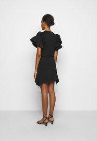 Victoria Victoria Beckham - FLOUNCE HEM SKIRT - A-line skirt - black - 2