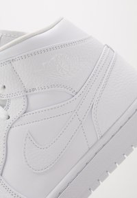 Jordan - AIR JORDAN 1 MID - Baskets montantes - white - 5