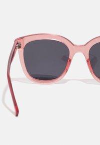 A.Kjærbede - BILLY - Sunglasses - soft red - 3