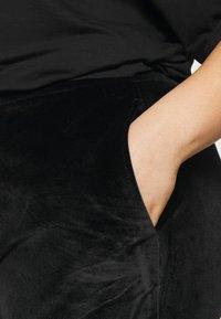 Even&Odd Curvy - VELOUR TRACKSUIT BOTTOMS - Verryttelyhousut - black - 4
