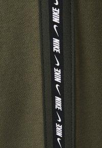 Nike Sportswear - REPEAT CREW - Sweatshirt - medium olive - 2