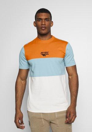 SIMON - Print T-shirt - orange zest/deep pool/soya