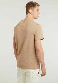 CHASIN' - BRETT - Basic T-shirt - beige - 1