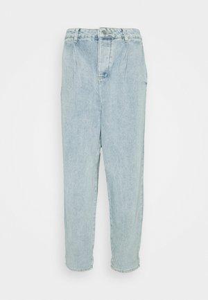 HIGHWAISTED PLEAT FRONT SLOUCH  - Straight leg jeans - light blue