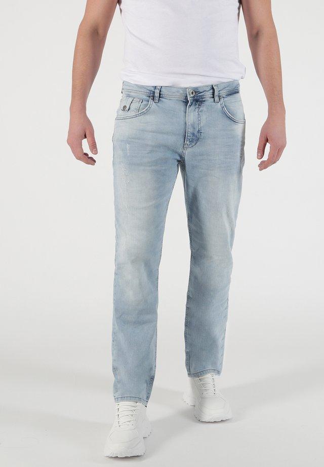 RICARDO - Slim fit jeans - hellblau