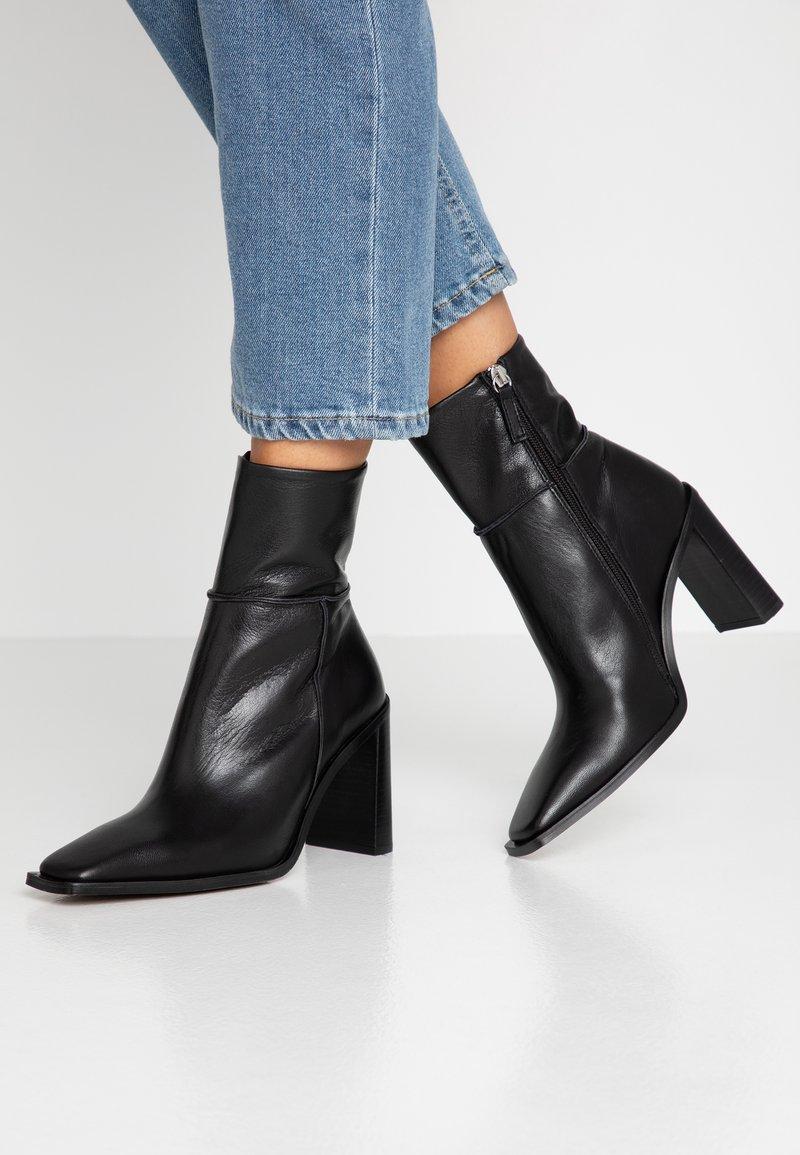 Topshop - HERO BOOT - Kotníková obuv na vysokém podpatku - black
