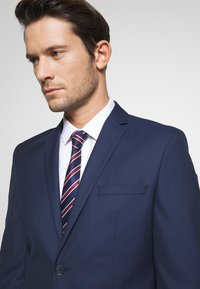 Selected Homme - SLHSLIM MYLOHOLT NAVY SUIT  - Suit - navy - 6