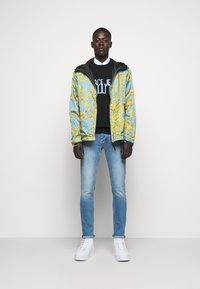 Versace Jeans Couture - DEBBIE  - Džíny Slim Fit - indigo - 1