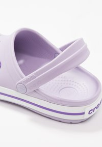 Crocs - CROCBAND  - Klapki - lavender/purple - 2