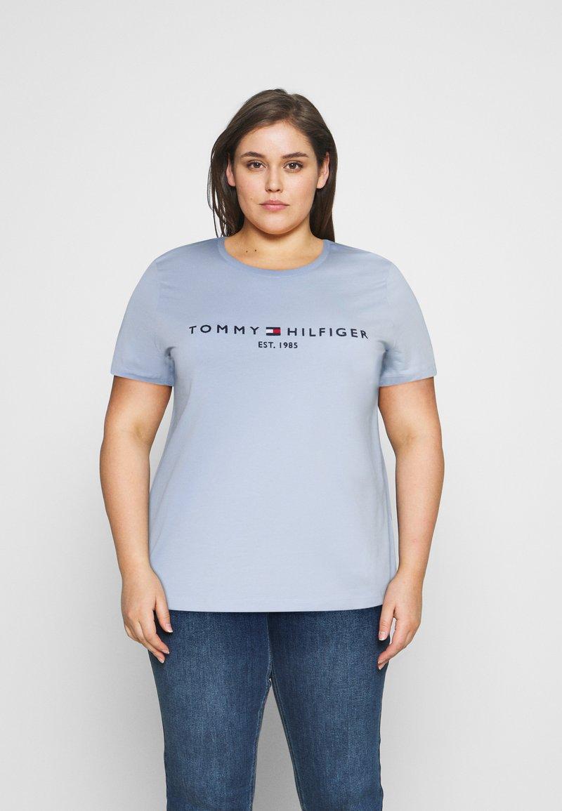 Tommy Hilfiger Curve - TEE  - Print T-shirt - breezy blue