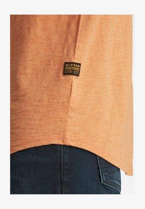 LASH - Basic T-shirt - light paste htr