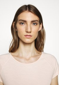 CLOSED - WOMEN´S - Basic T-shirt - rose quartz - 3