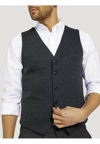 TOM TAILOR - Waistcoat - dark grey melange - 3
