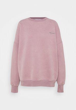 LOGOCOLLAGECREWNECK - Sweatshirt - stonepurple