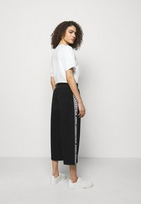 KARL LAGERFELD - LOGO TAPE PANTS - Trousers - black - 2