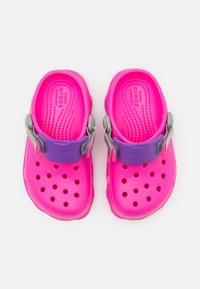 Crocs - CLASSIC ALL-TERRAIN  - Dřeváky - electric pink - 3