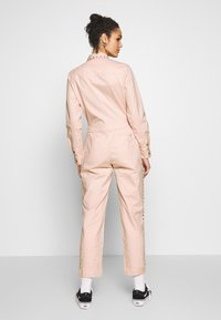 Vans - SANDY JUMPSUIT - Haalari - lotus - 2