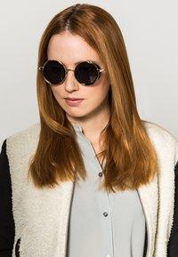 Jeepers Peepers - HUNTER - Sunglasses - black - 0