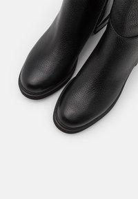 Emporio Armani - Vysoká obuv - black - 6