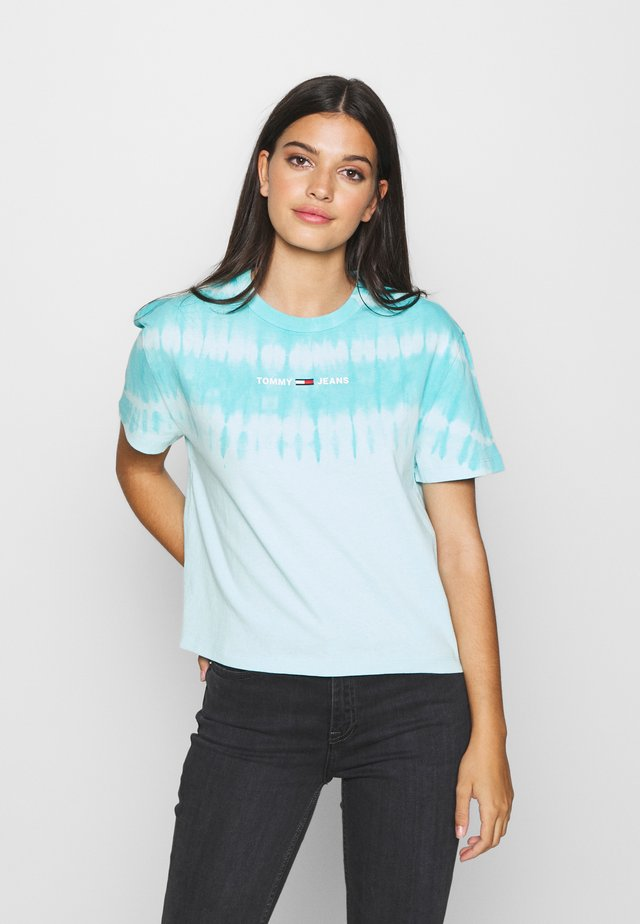 SUMMER TIE DYE TEE - T-shirt con stampa - light chlorine blue