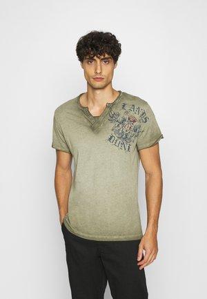 RIDING BUTTON - T-shirt print -  green