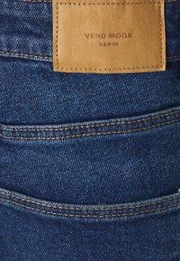 Vero Moda Curve - VMJOANA MOM - Jeans relaxed fit - medium blue - 6