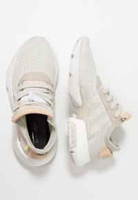 adidas Originals - POD-S3.1 PK - Sneakers laag - raw white/hi-res yellow - 3