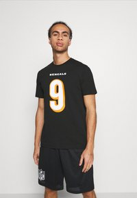 Fanatics - NFL JOE BURROW CINCINNATI BENGALS ICONIC NAME & NUMBER GRAPHIC  - Klubové oblečení - black - 0