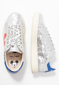 MOA - Master of Arts - Sneaker low - gallery silver/red - 3