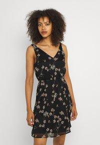 Vero Moda - VMWONDA NEW SINGLET SHORT DRESS - Vapaa-ajan mekko - black/eliza - 0