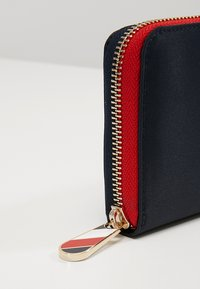 Tommy Hilfiger - POPPY WALLET - Wallet - blue - 6