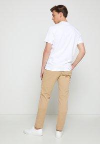 Calvin Klein - SUMMER CENTER LOGO - T-shirt con stampa - white - 2