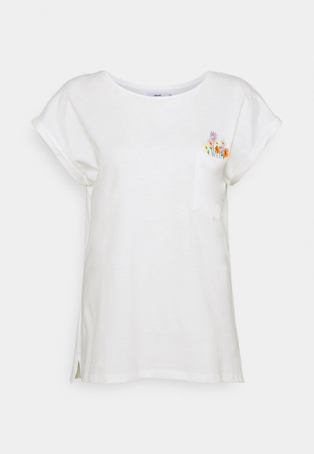 VISBY FLOWER POCKET - Print T-shirt - offwhite