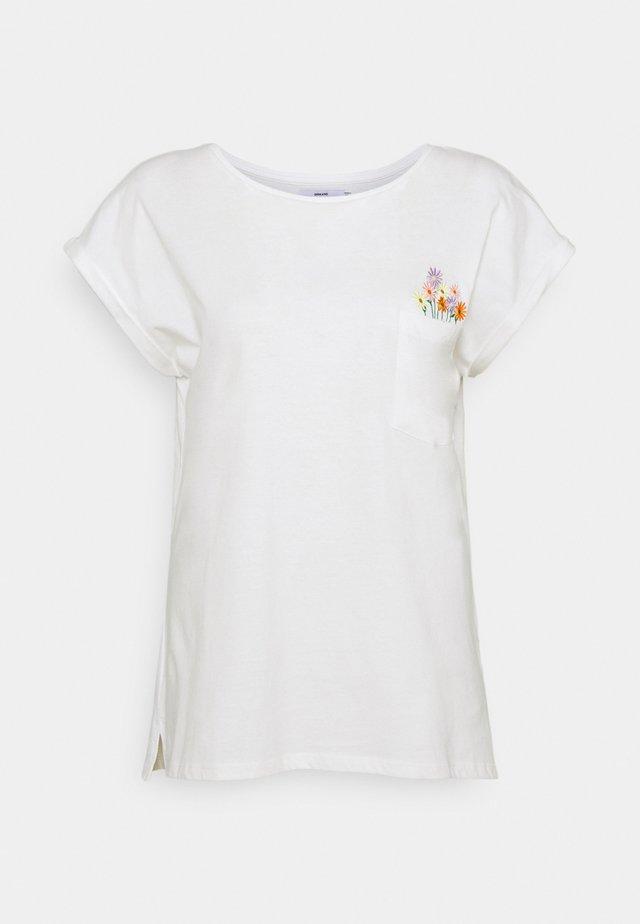 VISBY FLOWER POCKET - T-shirt med print - offwhite
