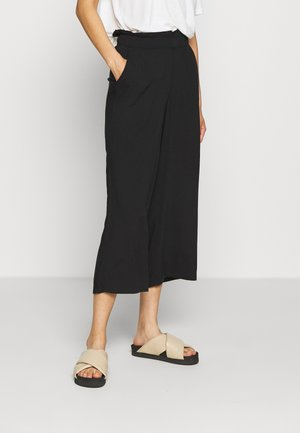 CULOTTE WITH FRILLS - Pantalones - deep black