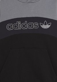 adidas Originals - HOODIE - Hoodie - grey/grey/black