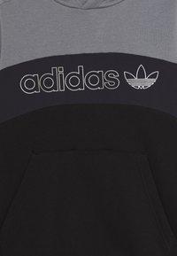 adidas Originals - HOODIE - Hoodie - grey/grey/black - 2