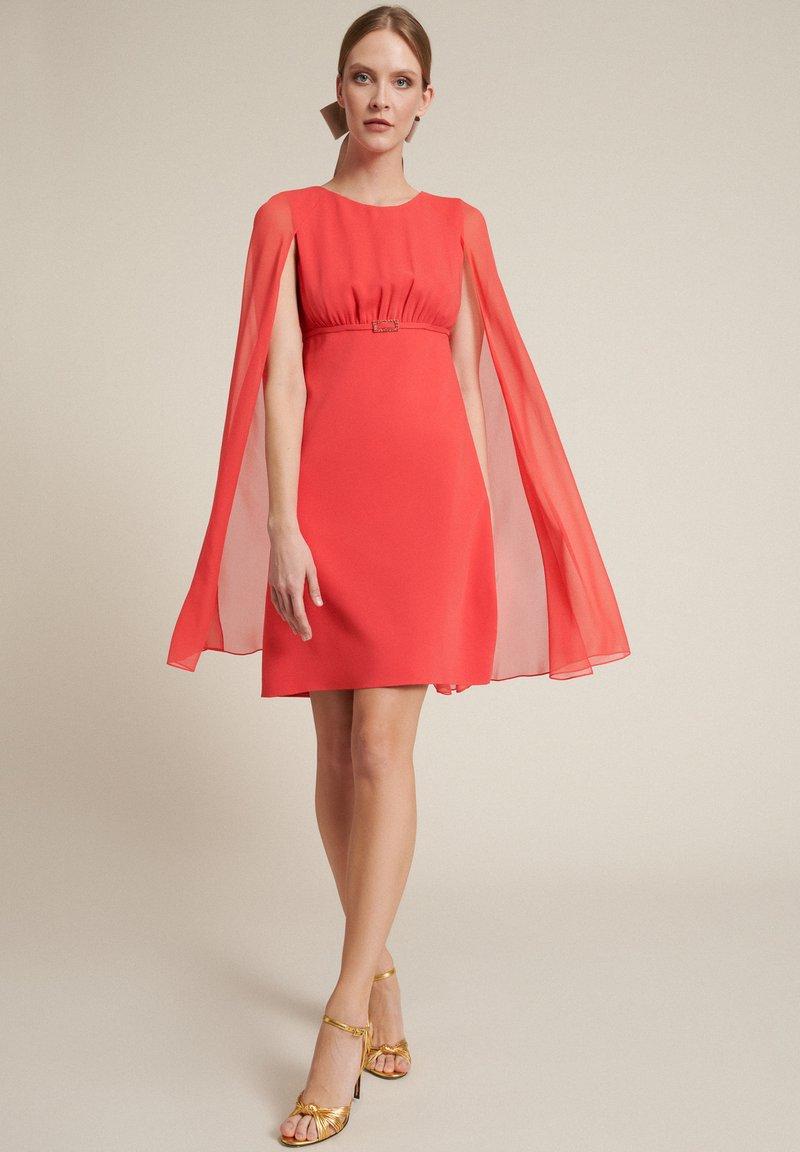 Luisa Spagnoli - Vestido de cóctel - corallo/corallo