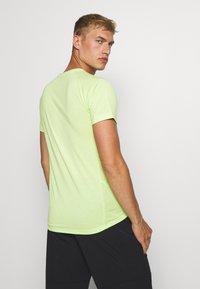Puma - EVOSTRIPE TEE - Camiseta básica - sharp green - 2