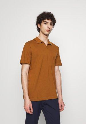 PAUL - Polo shirt - canela brown