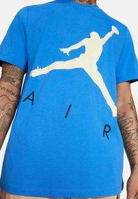 Jordan - JUMPMAN AIR - Print T-shirt - azur - 3